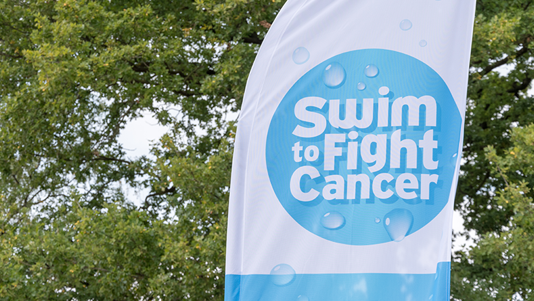 Vlag van Swim to Fight Cancer IJzeren Man Vught