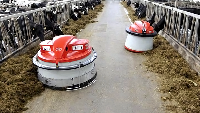 Lely drives with the Juno autonomously through stables