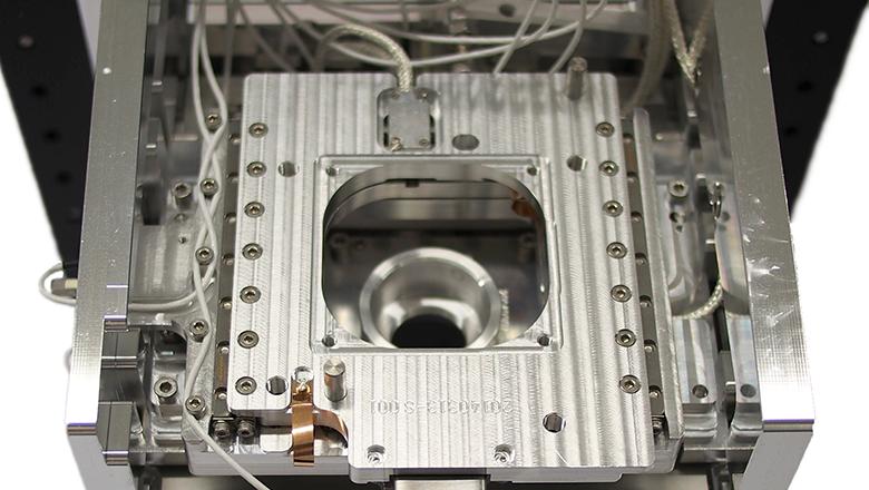 Delmic microscope stage