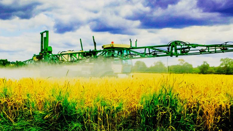 IoT-toepassing verzamelt data in landbouw veldspuit
