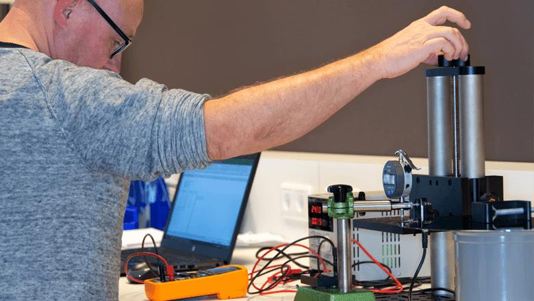 Engineer maakt prototype voor sensoroplossing